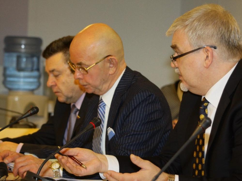 Sveikatos reikalų komitetas siūlo didinti finansavimą asmens sveikatos priežiūros įstaigoms