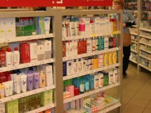 Vartotojų teisių gynėjai sako, kad nesaugios kosmetikos pasitaiko net ir vaistinėse