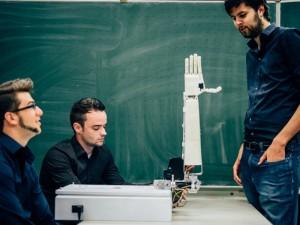 Į gestų kalbą vers robotas