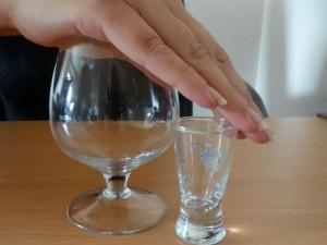 Nepaisant draudimų priklausomybė nuo alkoholio Lietuvoje tebegydoma kodavimu
