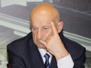 Ministerijai ir universitetui nesutarus, Santaros klinikoms toliau vadovaus J.Raistenskis