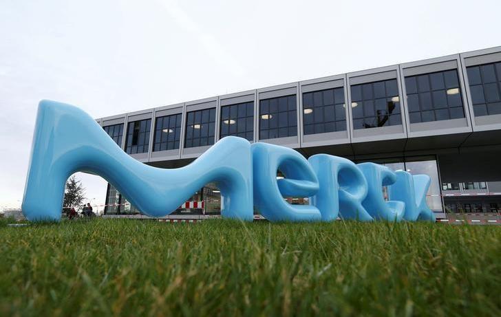 """""""Procter & Gamble"""" už 3,4 mlrd. eurų perka """"Merck"""" nereceptinių vaistų padalinį"""