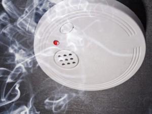 Kiekviename būste privalės būti įrengti autonominiai dūmų detektoriai