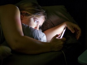 Ilgai spoksote į planšetės ekraną vakare? Bus sunku užmigti