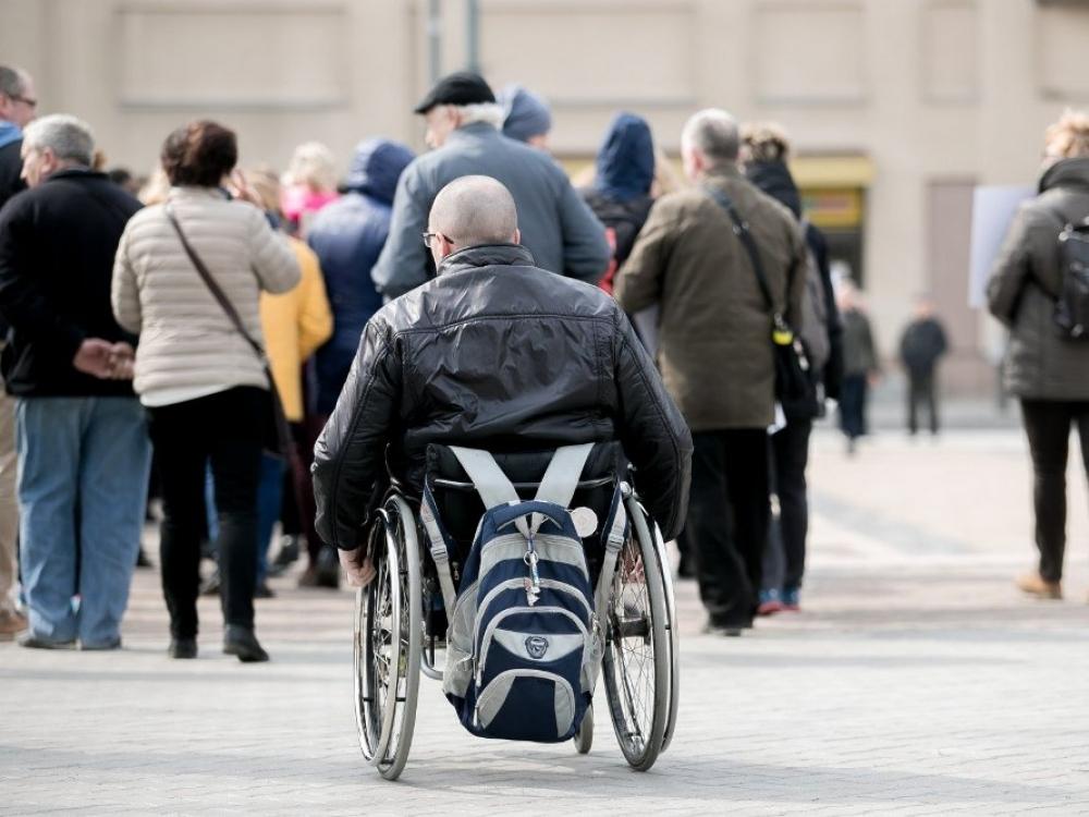 """Neįgaliuosius """"varys"""" į atvirą darbo rinką"""