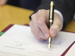 """SAM ir medikų organizacijos pasirašė susitarimą dėl atlyginimų """"grindų"""""""