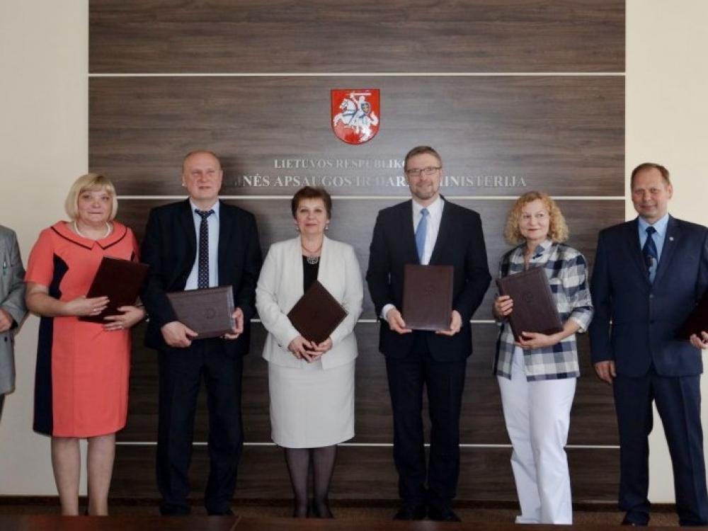 Pasirašyta sutartis socialinių darbuotojų sąlygų gerinimui: 4 svarbiausi punktai