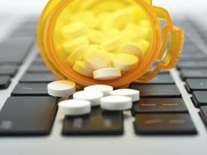 Seime pritarta siūlymui paankstinti receptinių vaistų prekybą internetu