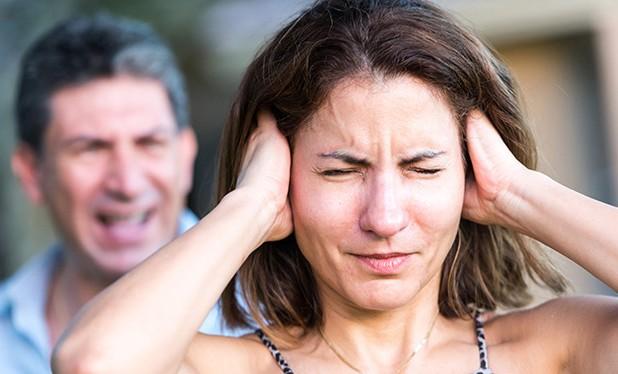 Paslėpta prievarta: 8 požymiai, kad jums gresia pavojus