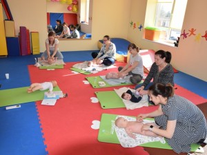Kūdikių masažas – tai daugiau nei sumažėję pilvo diegliukai