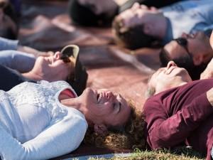 Juoko joga: ir imituotas juokas – naudingas