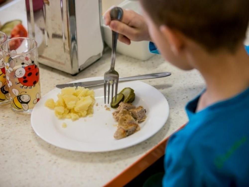 Vaikai valgys sveikiau, bet vis tiek bus nelaimingi?