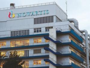 """""""Novartis"""" Šveicarijoje ir JK naikins tūkstančius darbo vietų"""