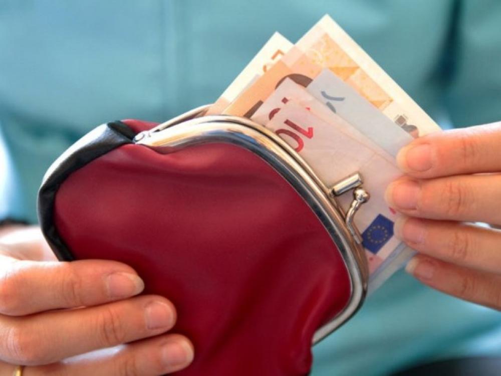 MMA siūloma didinti iki 430 eurų, realiai ji sieks 555 eurus