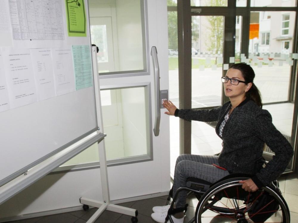 Neįgali mama: leiskite į tėvų susirinkimus