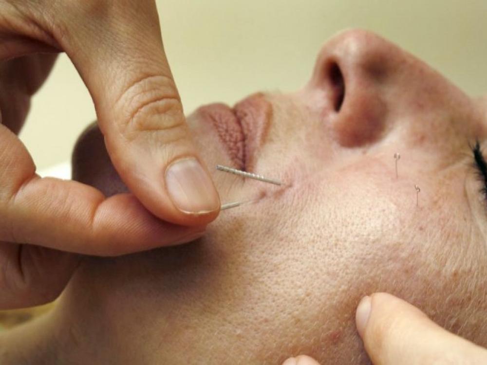 Alternatyvi medicina: vadina kova su blusomis