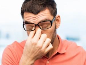 Ar tikrai akinių nešiojimas žaloja akis?