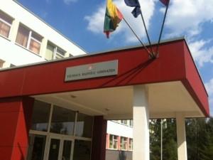 Dėl papurkštų ašarinių dujų Vilniaus Radvilų gimnazijoje nukentėjo per 20 vaikų