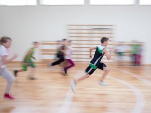 Svarstoma įvesti daugiau kūno kultūros pamokų